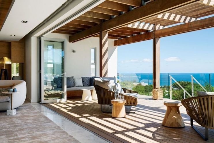 The architects capitalised to the maximum on this site in the world renowned Cape Town Atlantic Seaboard.