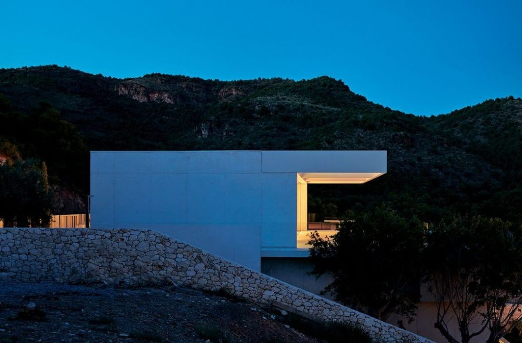 The essence of this contemporary build is its oneness with the location – inserted into an indigenous Spanish mountainside.