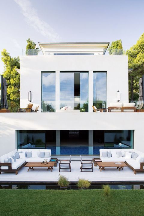 Greece is renowned for its rectangular architecture, which is primarily finished in white plaster / lime wash.