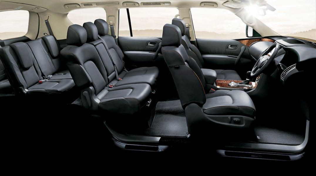 NISSAN-BLACK-INTERIOR-new