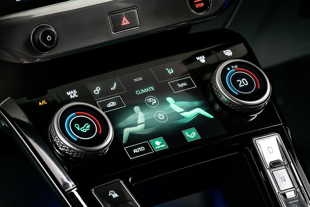 Jaguar I-PACE SA Interior 102