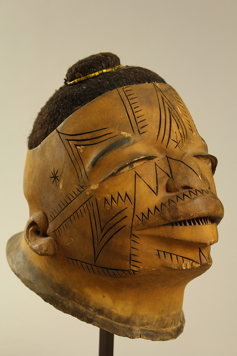 Bryan Reeves Ceremonial mask Makonde, Tanzania/Mozambique. 30 cm high £4,500 Ex private collection, Germany