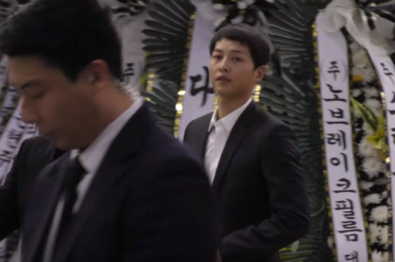 Song Joong-ki visited late Kim Ju-hyeok's mortuary after his wedding