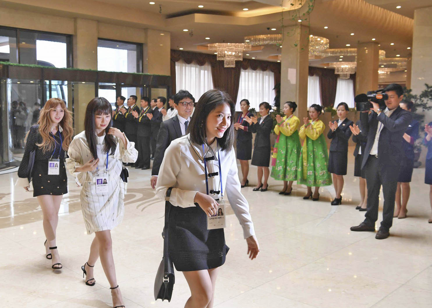 South Korean artists fly to Pyongyang
