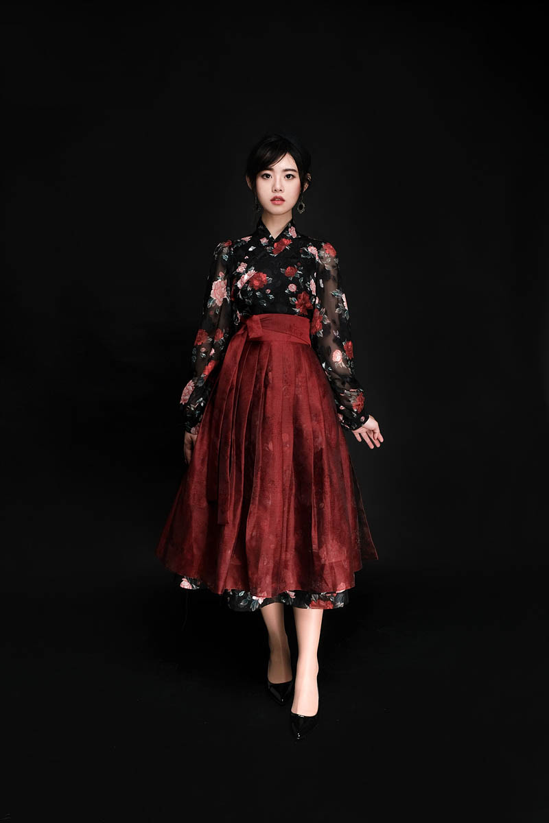 Modernized hanbok setting a trend in Korea now