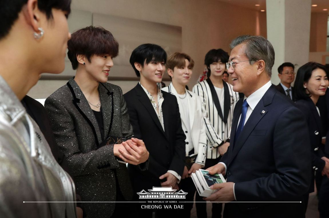 MONSTA X Snaps a Photo with King of Norway and Korean President