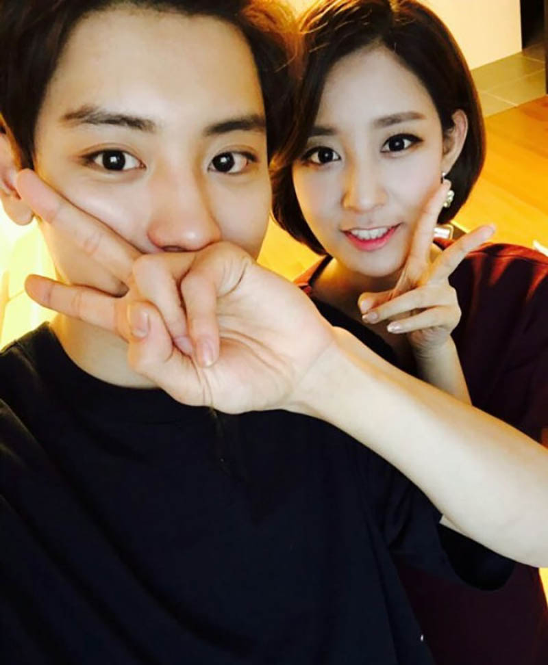 EXO CHANYEOL Shows Power of a Gene with His Sister