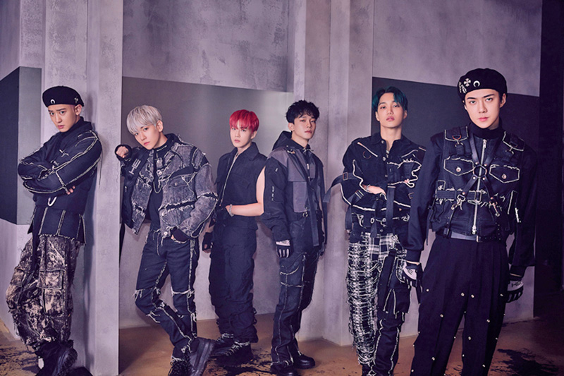 """EXO achieved a double-crown on Gaon Charts with the 6th full-length album """"OBSESSION."""""""