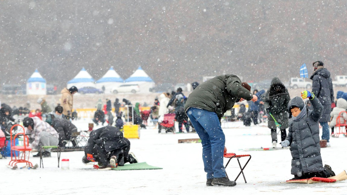 Winter Snow swept over festivals in Gangwon Province