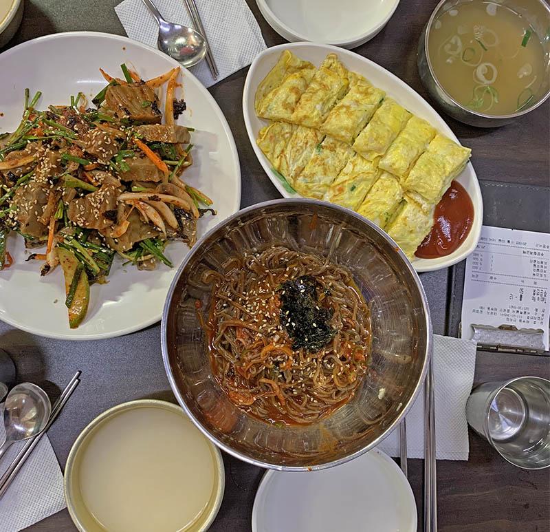 Must-eat if you visit Gyeongbok-gung Palace. Hidden local gourmet's restaurant #Chebudong Janchijip