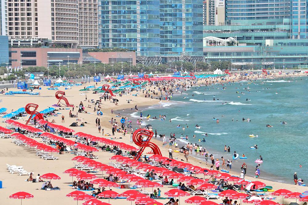 korean beach amid COVID-19