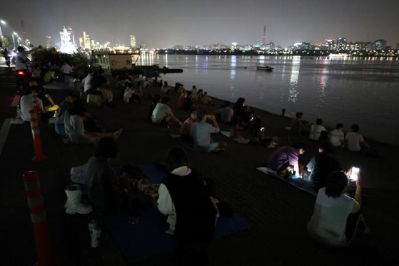 Seoul city asks food businesses to avoid delivery to riverside parks amid COVID-19 woes
