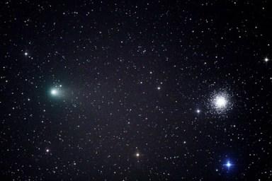 Agosto 2011: El cometa Garradd en el mismo campo de visión que el cúmulo globular M15.