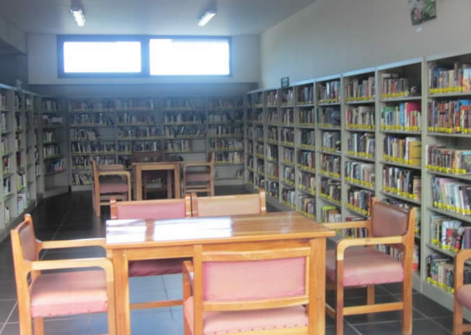 The Boquete Library's fiction section