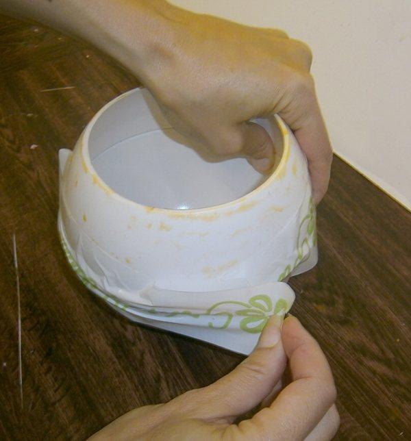 Unimos las dos partes del molde fanal esfera