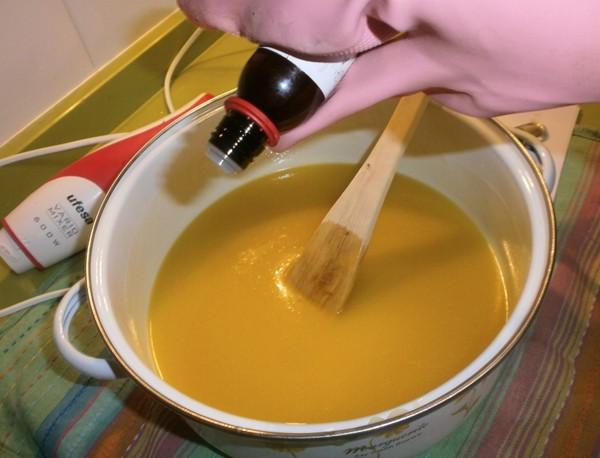 Añadir aceite esencial al jabon de aceite