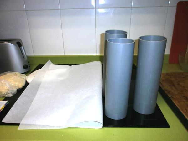 Moldes para hacer jabones y papel de estraza.