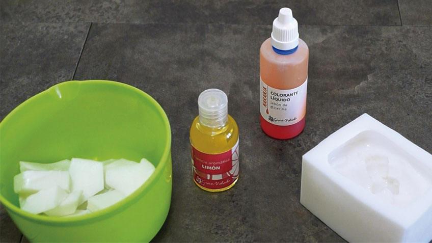 Materiales para hacer jabon casero de Glicerina.