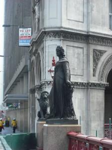 statue-holborn-2