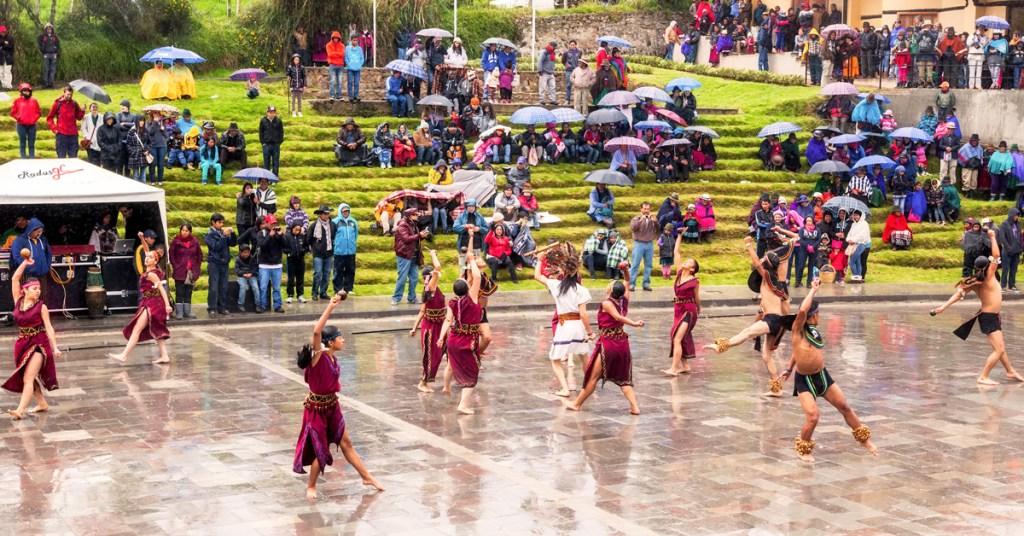 indigenous ecuadorian dancers at ingapirca