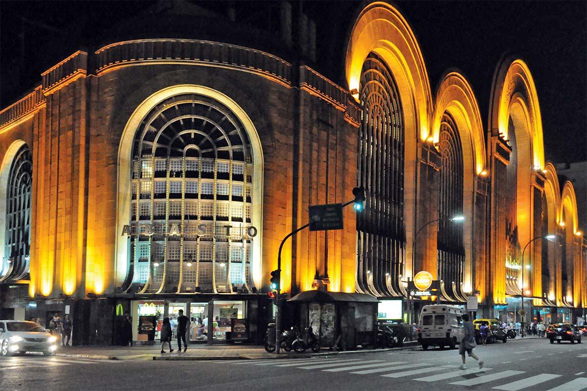 The Mercado de Abasto shopping mall lit up at night.