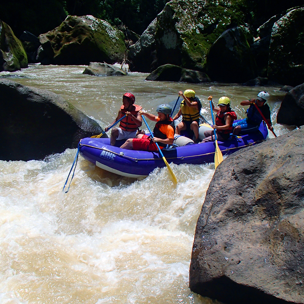 White-water rafting on the Río Tuma.