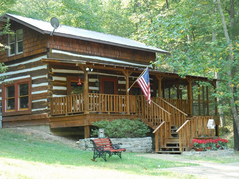 cabin in the woods with an American flag in Tennessee