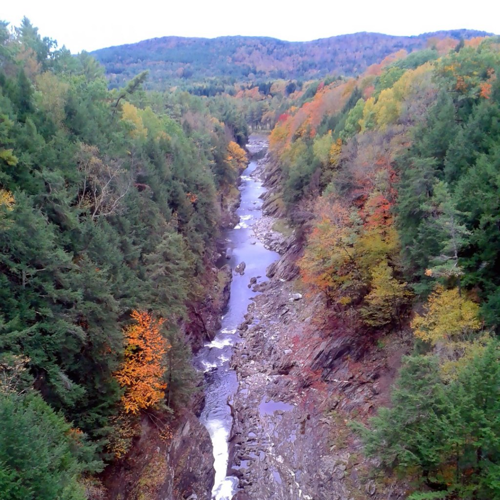 fall color in Quechee Gorge