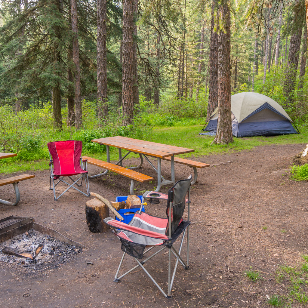 picnic table and camping chairs at a Washington State campground
