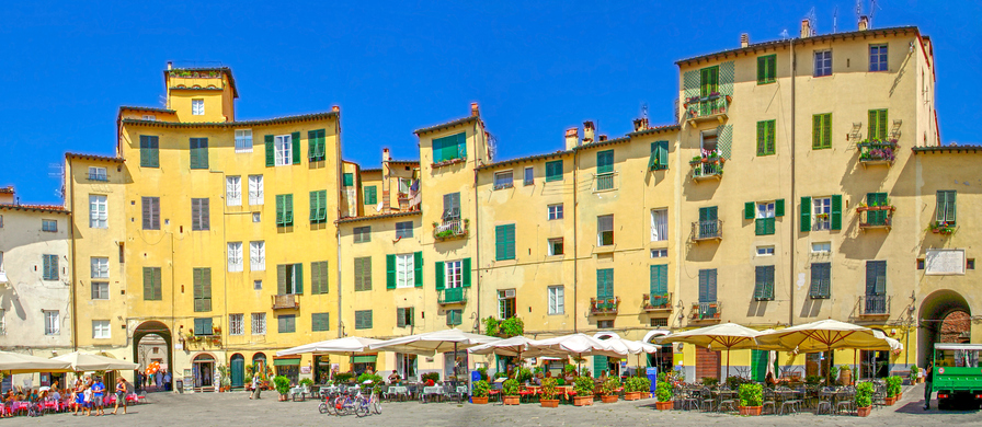 Piazza dell'Anfiteatro, Lucca's old town square.