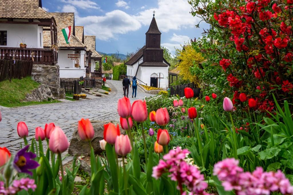 the living folk village of Hollókő