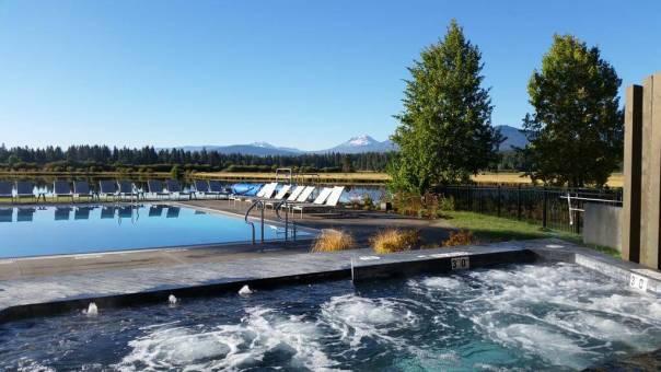 Black Butte Lakeside Complex hot tub