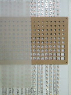 LED-Matrix mit verschiedenen Öffnungsgrößen und Diffusor.