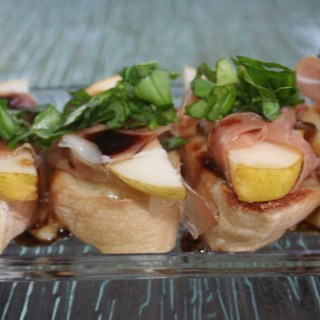 Low Sodium Crostini With Prosciutto and Pear