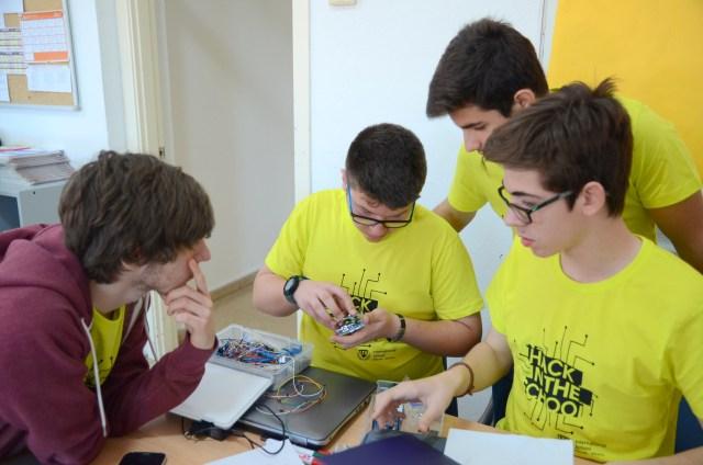 Diversas tecnologías en Hack In The School