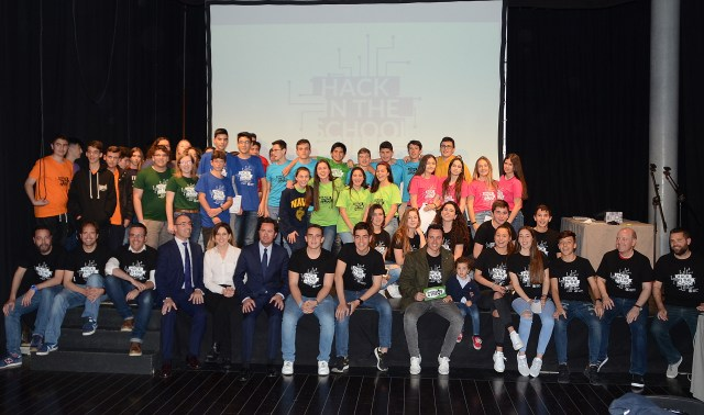 Participantes y Staff en la gala de Hack In The School 2018