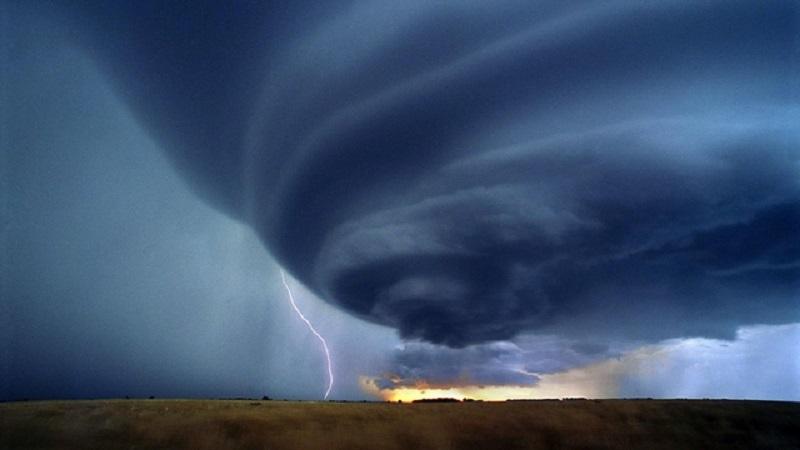 Eventi estremi: Uragani devastanti e violenti terremoti in corso