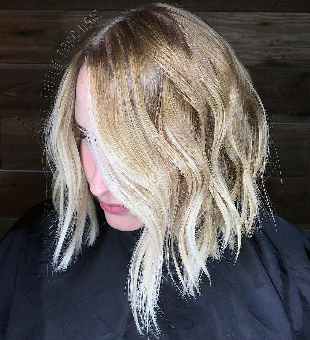 Wavy Angled Bronde Thin Bob with Face-Framing Highlights