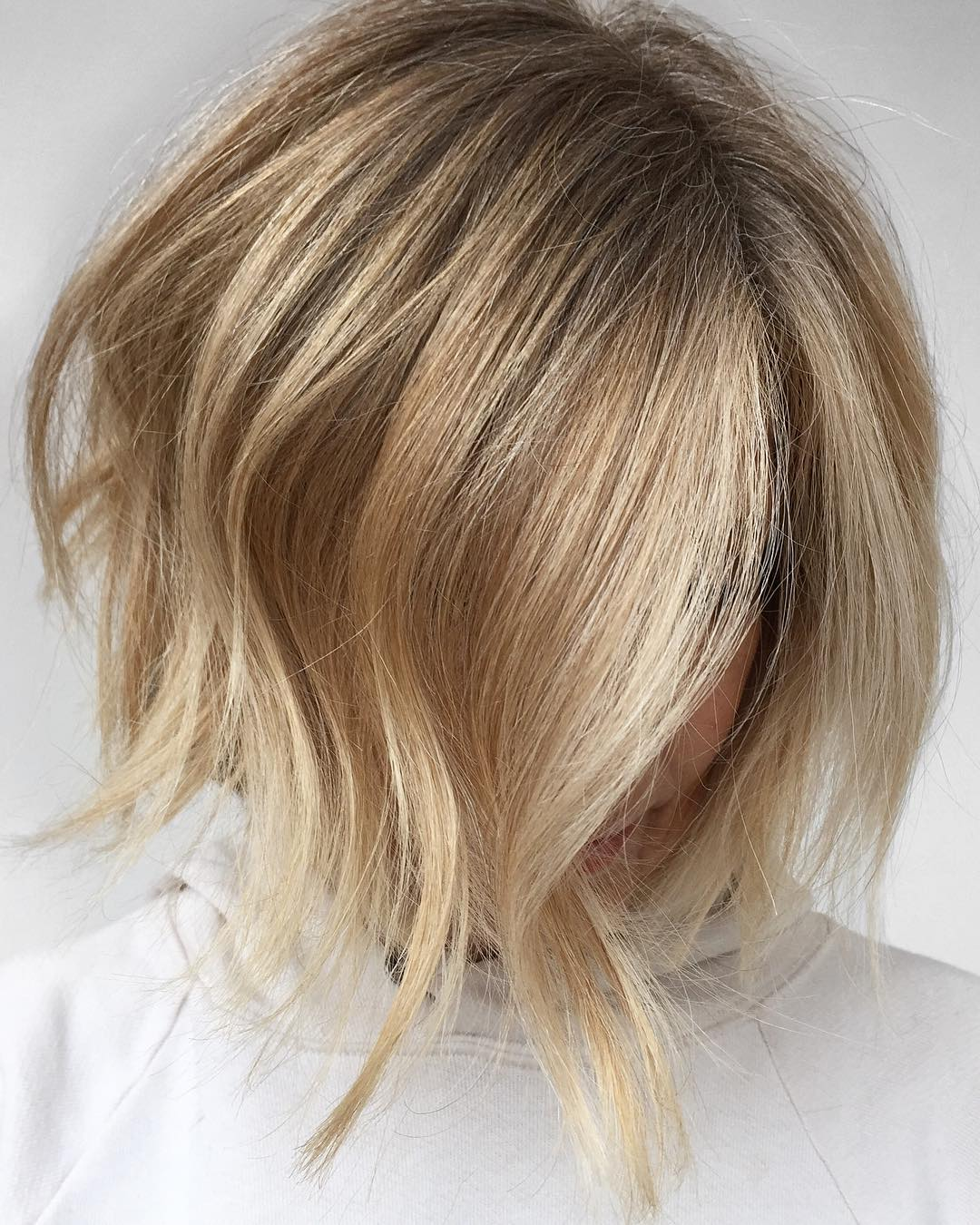Voluminous Inverted Bronde Bob for Fine Hair
