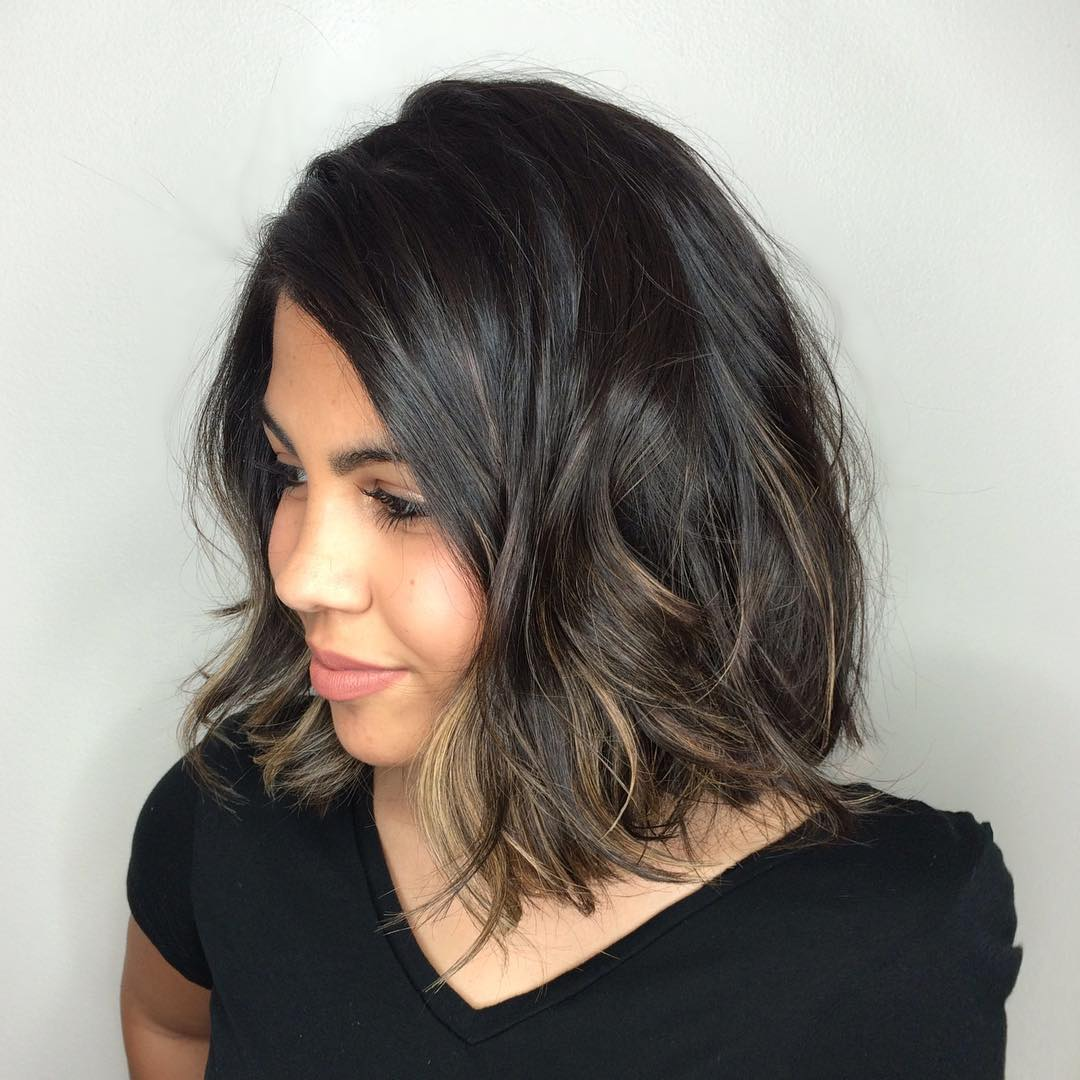 Wavy Bob Hairstyle for Round Faces