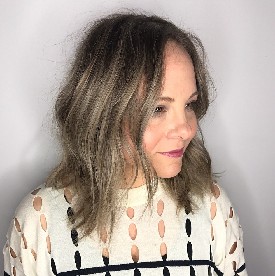 Shoulder Length Slimming Hairstyle