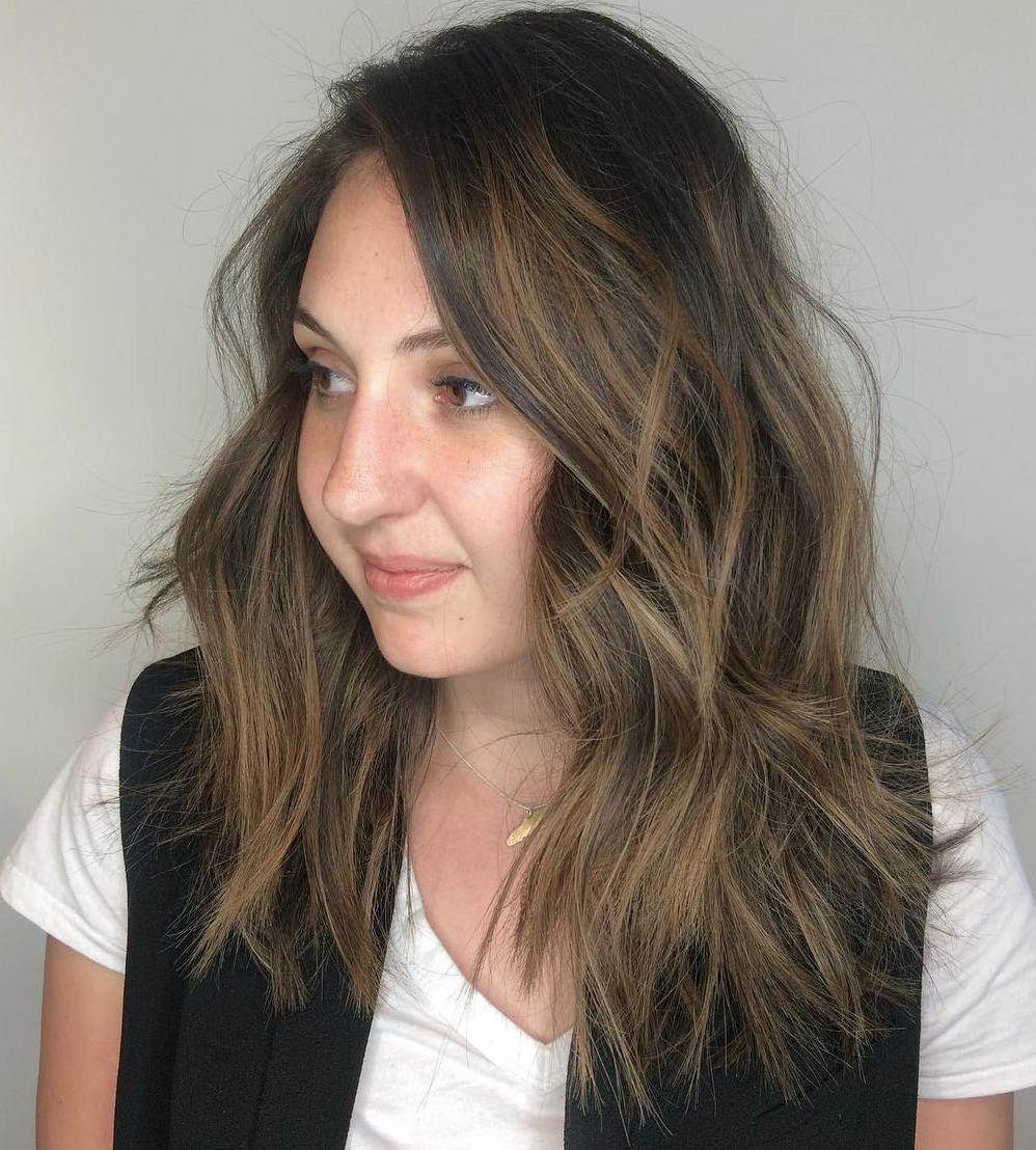 Medium Choppy Hairstyle with Subtle Highlights