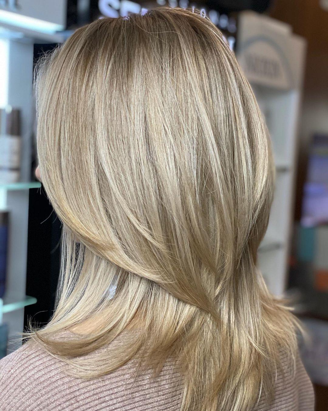 Straight Medium Layered Hairstyle