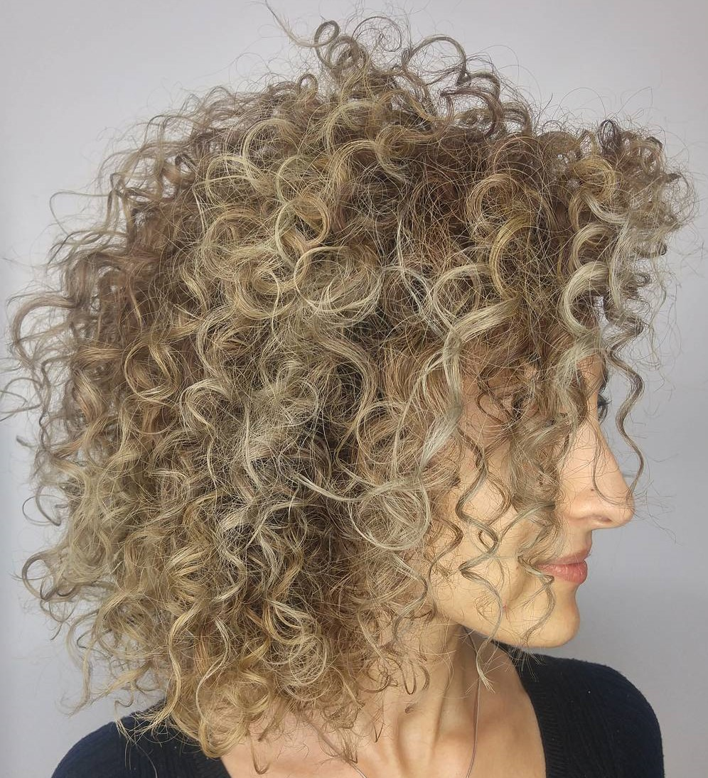 Chic Medium Blonde Curls with Highlights