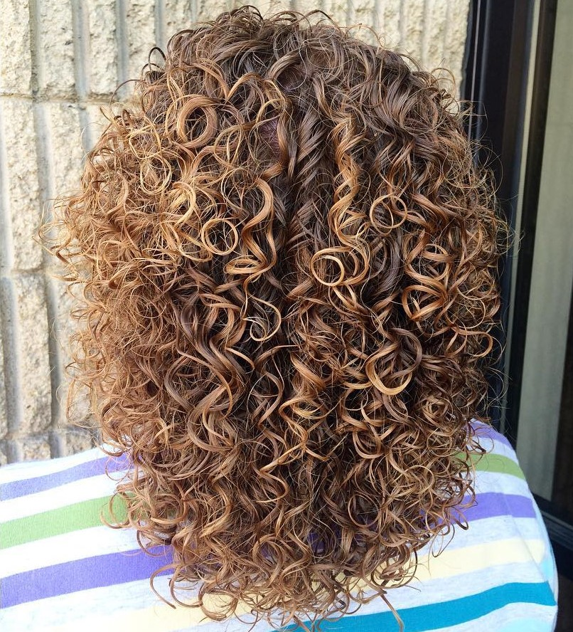 Medium Perm Hair with Subtle Highlights