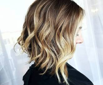Inverted Wavy Bob with Sun-Kissed Balayage
