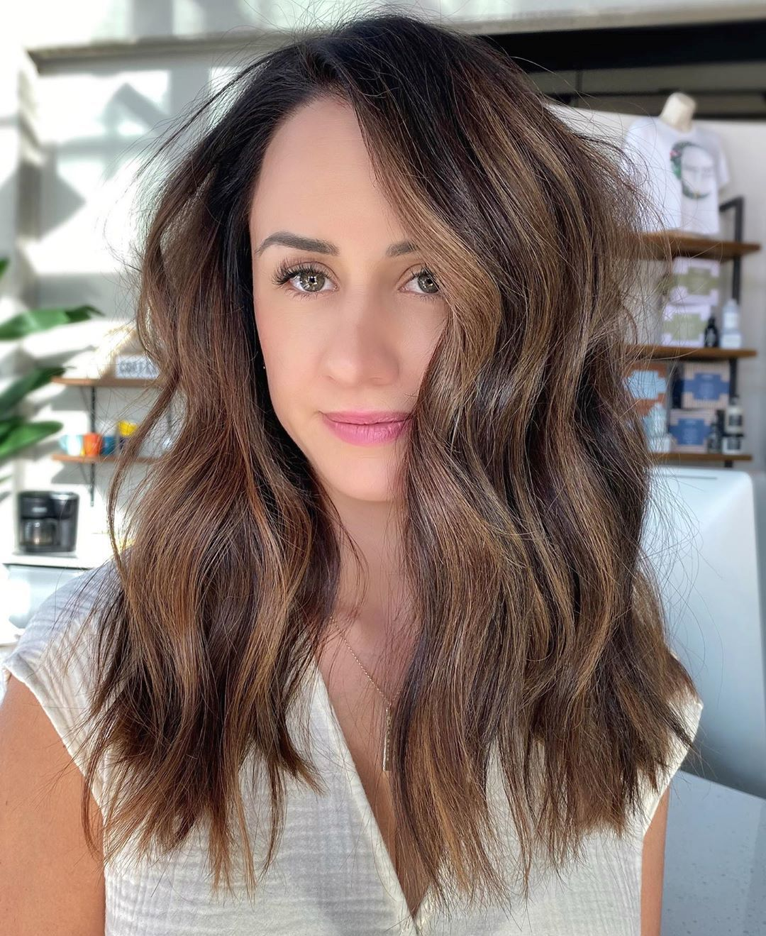 Armpit-Length Messy Hairstyle with Waves