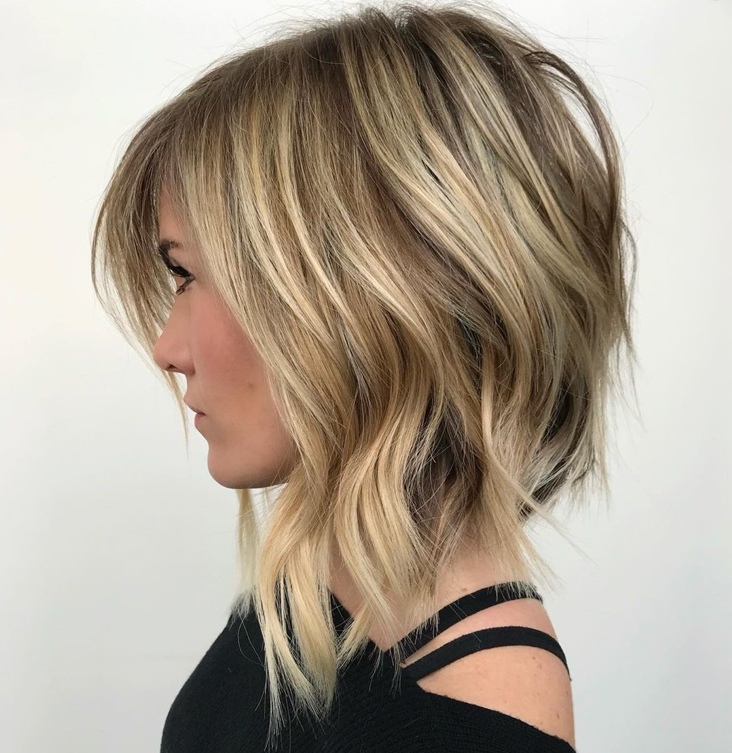 Inverted Shaggy Hairstyle with Bent Waves