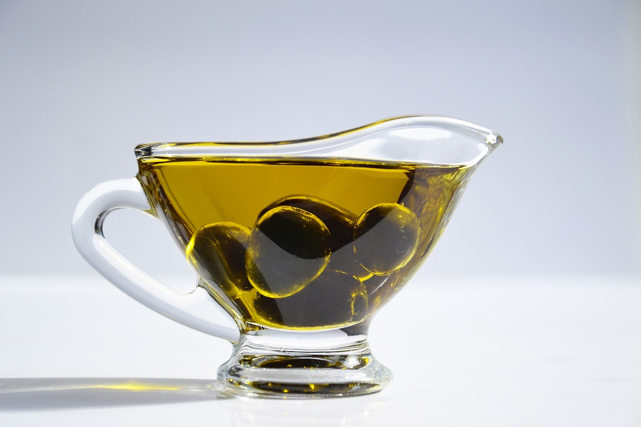 Benefits and Uses of Olive Oil for Hair