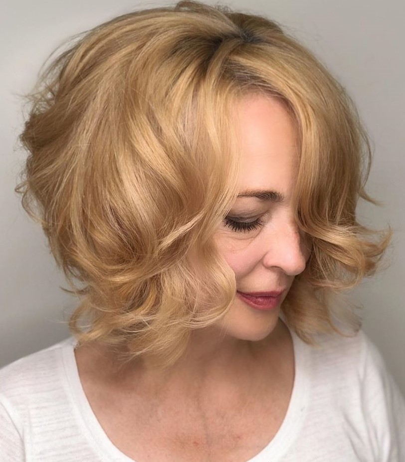 Short Wavy Haircut for Senior Women with Thick Hair